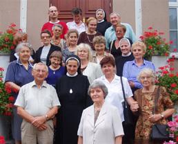 zdjęcie grupowe, siostry i osoby świeckie