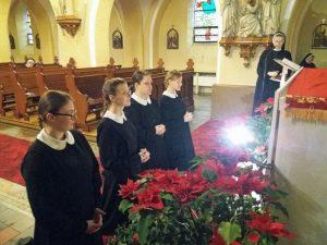 Modlitwa Postulantek przed Najświętszym Sakramentem